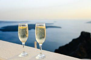 Champagne: one of the 5 foods to feed your lover