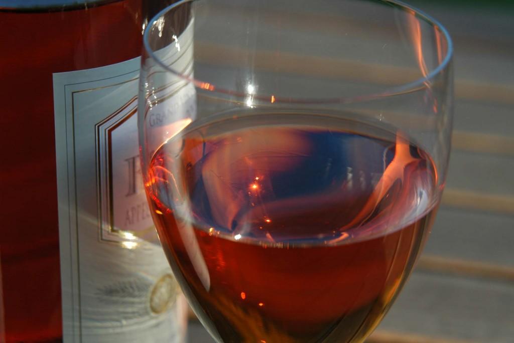 drink rosé wine