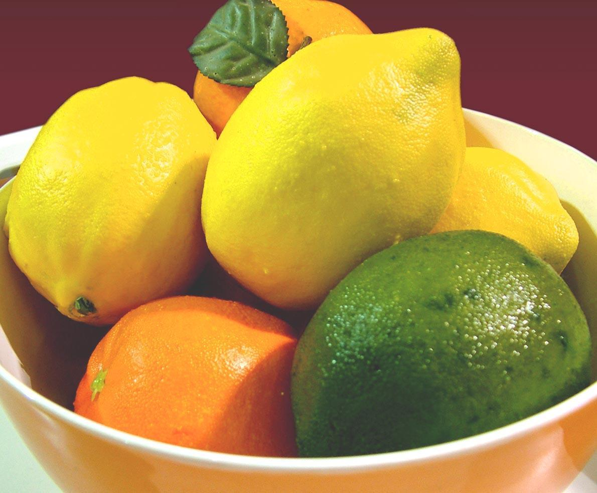 Bowl of citrus fruits to illustrate the benefits of oranges and other citrus to women's health