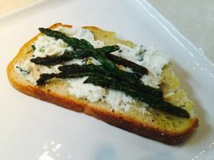 Asparagus & Ricotta Toast with Avocado Oil