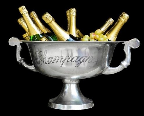 ice bucket filled with Champagne bottles, illustrating how to become a Champagne expert
