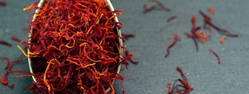 closeuo of saffron on a spoon to illustrate saffron aphrodisiac and health benefits